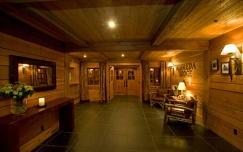 Interior Albreda Lodge Tarjan